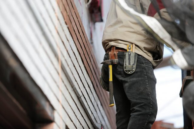 workman with belt