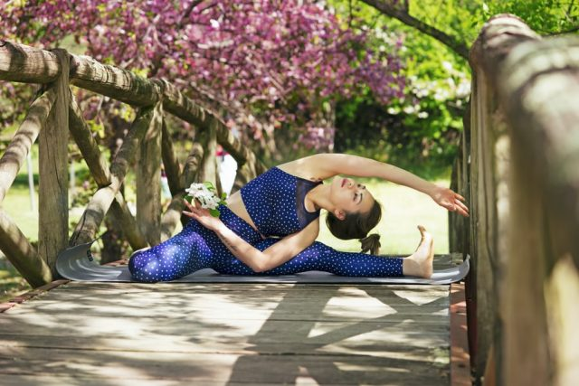 How To Choose The Right Yoga Mat - This guide takes you through what you need to consider when deciding the best mat for your yoga practice