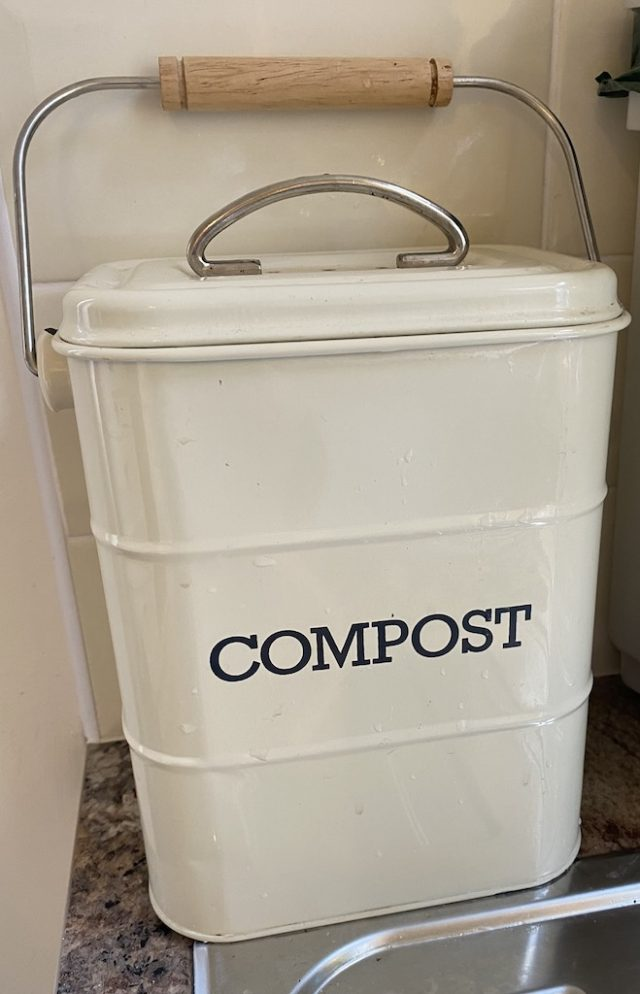 compost caddy for kitchen