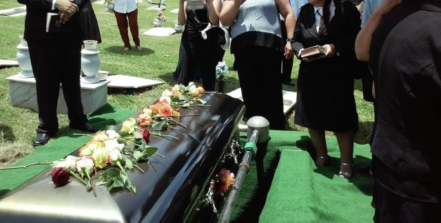 In recent years, people have become more and more conscious of how their lifestyles impact the environment, but have they considered the impact of their death? Well, here are some ideas on how to make your funeral zero waste. With embalming, burials and cremations having a negative impact on our environment, zero waste funerals are the next step in reducing our carbon footprint. Plan a zero waste and eco friendly funeral and wake.