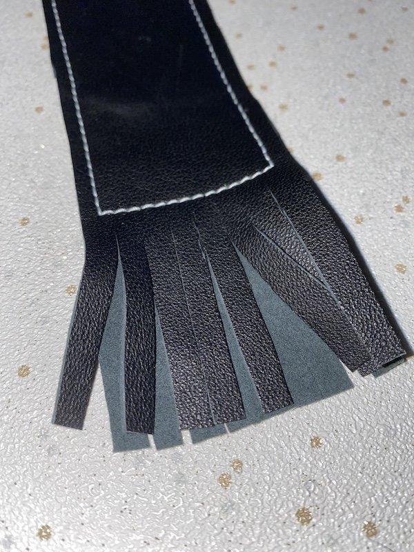 Cutting fringe for bookmark